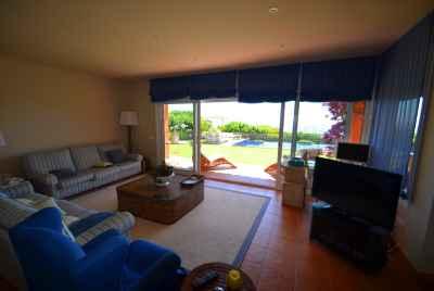 Прекрасный дом с шикарными видами на море в престижной урбанизации Punta Brava